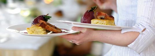 Las tarjetas del menú de la boda son una parte importante de la decoración de las mesas en el banquete de bodas. Aquí encontrarás muchos diseños perfectos para ello.
