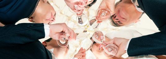 Escribe unas bonitas palabras de agradecimiento a tus invitados para que sepan lo mucho que apreciaste que estuvieran en tu boda, ¡no basta sólo con enviarles la invitación!
