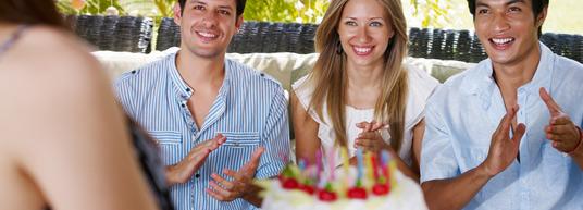 ¡Finalmente 18! Para celebrar la mayoría de edad, lo mejor es enviar invitaciones personalizadas y que nadie se pierda el evento.