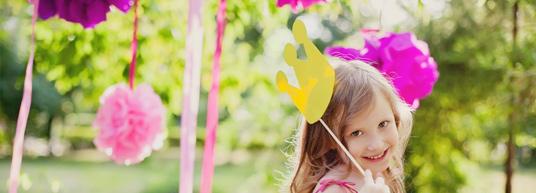 Disfruta y diviértete haciendo de forma personalizada las invitaciones para el cumpleaños de tu hijo.